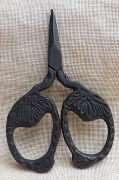 Designer: Kelmscott Designs Kelmscott Designs, Price: We sell cross stitch supplies online. Vintage Scissors, Sewing Scissors, Embroidery Scissors, Sewing Box, Sewing Tools, Love Sewing, Vintage Sewing Notions, Antique Sewing Machines, Japanese Scissors