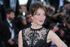 Anais Demoustier wearing earrings from the 12 Vendôme collection in platinum and diamonds by Chaumet. #chaumet #cannes
