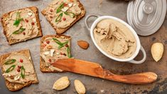 Paštéta z kuracích pečienok s mandľami   Recepty.sk Hummus, Bread, Cheese, Ethnic Recipes, Food, Brot, Essen, Baking, Meals