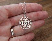 Collar en plata esterlina, geométrica, místico, bohemio, mandalla de Mandala, yoga inspirado, flor