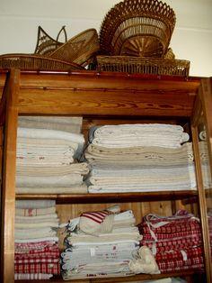 Vanneries sur armoire à linge