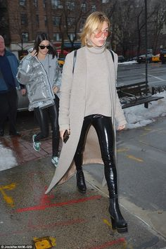 Kendall Jenner and Hailey Baldwin have lunch during NYFW Casual Outfits, Fashion Outfits, Womens Fashion, Fashion Trends, Hailey Baldwin Style, Leggings Fashion, Skort, Autumn Winter Fashion, Celebrity Style