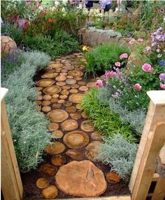cute diy garden path idea, diy, flowers, gardening, landscape, outdoor living, Mixing sizes is key to the complete look