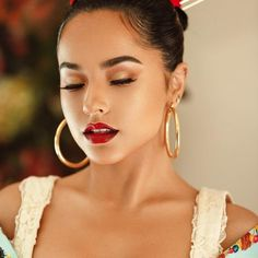 mexican makeup look Iconic American singer, songwriter and actress beautiful Rebbeca Marie Gomez also known as Becky G. Beauty Makeup, Hair Makeup, Hair Beauty, Mexican Makeup, Becky G Style, Gorgeous Latina, Marie Gomez, Beauty Women, Makeup Looks