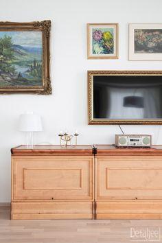 Detaljee   Sisustussuunnittelutoimisto Helsingissä   sisustussuunnittelija   Helsinki   Espoo   Kauniainen   Vantaa   Pääkaupunkiseutu   interior designer   interior design   olohuone   olohuoneen sisustus   bonkäs kirjahylly   innolux   pöytävalaisin Helsinki, Flat Screen, Design, Blood Plasma, Flatscreen, Dish Display