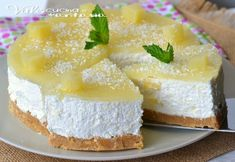 Torta fredda con ananas e cocco ricetta senza cottura