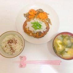 豆腐ハンバーグ おろしポン酢  舞茸と人参のソテー  お豆腐、わかめ、大根のお味噌汁 - 8件のもぐもぐ - 夜ご飯 4/12 by 0720babyrSQ