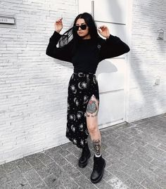 Outfits que te inspirarán a lucir como toda una brujita Rock Outfits, Grunge Outfits, Trendy Outfits, Fall Outfits, Cute Outfits, Fashion Outfits, Simple Edgy Outfits, Pastel Outfit, Alternative Outfits