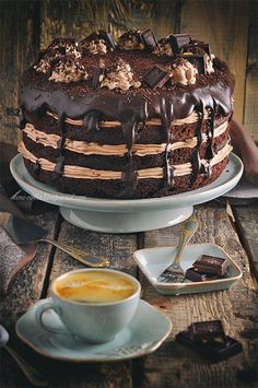 Chocolate coffee cake unusually gentle, with creamy coffee taste. Liking avid lovers of coffee and chocolate. Chocolate Cream Cake, Chocolate Cake With Coffee, Chocolate Desserts, Coffee Cake, Sweet Recipes, Cake Recipes, Dessert Recipes, Cute Desserts, Delicious Desserts