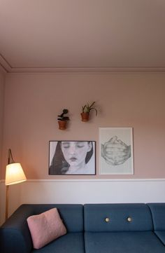 The cozy home at Frederiksberg is decorated with plants and art on the walls. The cozy home at Frederiksberg is decorated with plants and art on the walls. lamper, der giver me. Cozy House, Entryway, Planters, Gallery Wall, Living Room, Interior, Furniture, Walls, Home Decor