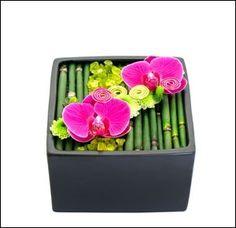 Modern Flower Arrangements, Orchid Arrangements, Ikebana, Simple Flowers, Arte Floral, Table Flowers, Deco Table, Floral Centerpieces, Flower Decorations