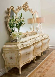 Is an extra space for storage, a way to join the useful to the pleasant one to be able to rear more things and to beautify the space. Victorian Furniture, Italian Furniture, French Furniture, Classic Furniture, Shabby Chic Furniture, Vintage Furniture, Dream Furniture, Luxury Furniture, Cool Furniture