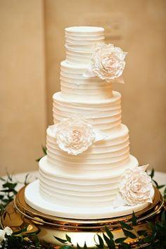 Buttercream Frosted Cake   Article: Simple Wedding Cakes for Effortlessly Elegant Weddings   Photography: Kristen Weaver Photography   Read More:  http://www.insideweddings.com/news/planning-design/simple-wedding-cakes-for-effortlessly-elegant-weddings/2049/