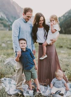 Wonderful Family Portrait for couples with three kids. This is a great family photo inspiration. #familyportrait