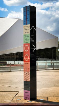 Outstanding wayfinding monument signs from Parallax Designs Directional Signage, Wayfinding Signs, Outdoor Signage, Signage Board, Event Signage, Environmental Graphic Design, Environmental Graphics, Corporate Design, Sign System