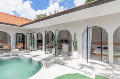 Bali House, Tropical Architecture, Mediterranean Architecture, Cottage House Plans, Cottage Homes, Bali Retreat, Rooftop Design, Patio Interior, Luxury Pools
