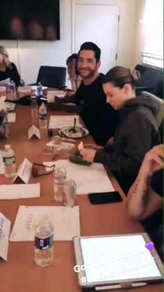 First table read season 4 Lucifer S2, Tom Ellis Lucifer, Mike Carey, Chloe Decker, Lauren German, Dan Stevens, Taylor Kinney, Morning Star, Neil Gaiman