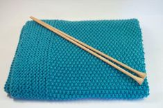 Patron manta para bebe a dos agujas, patron mantita facil para bebe, patron arrullo a tricot - Baby Knitting Patterns, Baby Patterns, Hand Knitting, Knitting Videos, Knitting Projects, How To Start Knitting, Knitted Baby Blankets, Crochet For Beginners, Chain Stitch