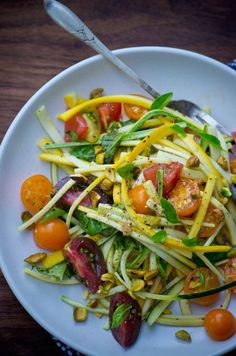"""Summer squash """"pasta"""" with fresh tomatoes - easy raw foodie recipes Raw Food Recipes, Veggie Recipes, Salad Recipes, Vegetarian Recipes, Cooking Recipes, Healthy Recipes, Veggie Meals, Delicious Recipes, Pasta Recipes"""