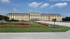 Viyana'da görülmesi gereken yerlerden biri şüphesiz Schönbrunn sarayı, Habsburglar tarafından yazlık saray olarak kullanılan Schönbrunnun, 1696-1730 yılları arasında yapılmış. Sarayın en önem…