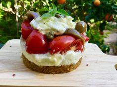 Cheesecake Ντάκος Veggie Recipes, Snack Recipes, Healthy Recipes, Snacks, Veggie Food, Healthy Meals, Bechamel, Salad Bar, Finger Foods