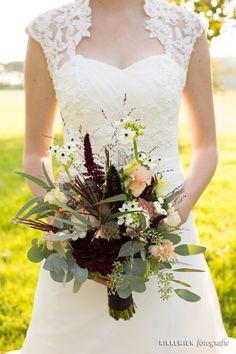 bruidsboeket, roze, zalmroze, bloem, roos, rozen, bloemen, bridal bouquet, bride's bouquet, wedding, rose, roses, flowers, flower, bordeaux, bruidsfotograaf, trouwfoto, trouwreportage, bruiloft, witte bloem, roze roos, roze rozen, bruidsfotografie http://www.rikkemienfotografie.nl/
