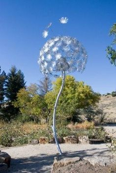 'Aero Agoseris' is a 15 foot kinetic wind sculpture by Mark Baltes located in Boise, Idaho