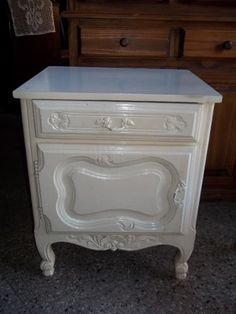 Beautiful Homes, Decoupage, Arts And Crafts, Interior Design, Table, Furniture, Home Decor, Cuisine, Old Furniture Painted