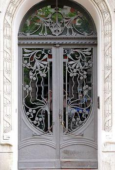 ♅ Dove Gray Home Decor ♅  Berlin home entrance