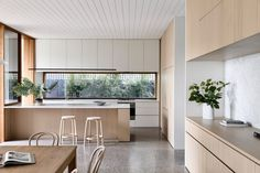 Brighton House by Rob Kennon Architects takes cues from the coast, fusing a traditional palette and creating spaces of controlled openness and retreat. Modern Kitchen Design, Interior Design Kitchen, Kitchen Designs, Kitchen Trends, Home Decor Kitchen, Home Kitchens, Eclectic Kitchen, Country Kitchen, Style At Home