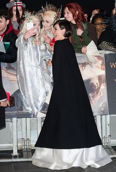 Evangeline Lilly with fans at The Hobbit: The Battle of the Five Armies premiere