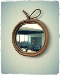 Miroir Vintage Forme Pomme en Rotin et Bois