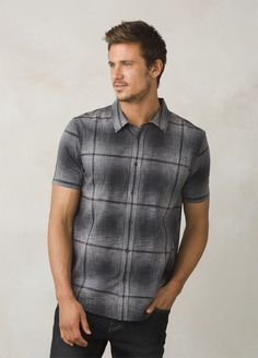 The prAna Ecto Space Dye Short Sleeve is made from 100% organic cotton featuring woven space-dye plaid yarn, a standard fit, and a single left chest patch pocket.
