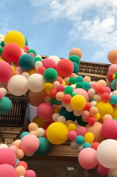 NYC Balloon art by Geronimo for Oh Happy Day | Darcy Miller #inspiration #inspo #travel #newyork #streetart #eventdesign #balloons #rainbow #pink #yellow #green #scaffolding #building #nyc #party #celebration Wedding Party Favors, Birthday Party Favors, Birthday Party Decorations, Birthday Parties, Wedding Anniversary, Anniversary Gifts, Balloon Installation, Wedding Table Settings, Birthday Cake Toppers