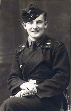 Excellent portrait photograph of a Panzermann wearing the 2nd patter Panzer Wrapper without collar piping. The photograph was likely taken in France.