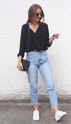 how to wear high waist jeans : black shirt bag white sneakers Outfits 2019 Outfits casual Outfits for moms Outfits for school Outfits for teen girls Outfits for work Outfits with hats Outfits women Street Style Damen, How To Wear Jeans, Black Button Up Shirt, Black Shirts, Black Denim Shirt, Light Denim Shirt, Black Top And Jeans, Mode Hippie, Looks Jeans