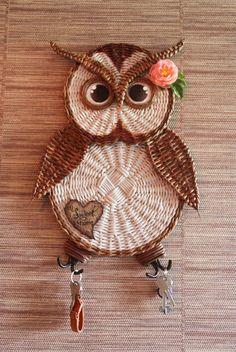 Nadezhda's saved photos – 1,760 photos | VK Jute Crafts, Owl Crafts, Wreath Crafts, Diy And Crafts, Arts And Crafts, Crochet Owl Purse, Owl Crochet Patterns, Newspaper Basket, Newspaper Crafts