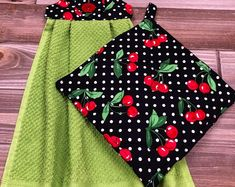 Excited to share this item from my shop: Hanging Kitchen Towel & Pot Holder Set - Green Towel W/ Black Holder W/ Cherries + Pot Holder / Black W/ Cherries Kitchen Towels Crafts, Kitchen Towels Hanging, Dish Towel Crafts, Hanging Towels, Diy Sewing Projects, Sewing Crafts, Diy Crafts, Weaving Projects, Pot Holder Crafts