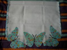 Resultado de imagem para pano de prato com aplique em patchwork Patchwork Tiles, Patchwork Cushion, Patchwork Baby, Crazy Patchwork, Patchwork Patterns, Quilt Patterns, Sewing Hacks, Sewing Crafts, Sewing Projects