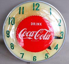 Coca-Cola Vintage Clock (Old 1950 Soda Pop Coke Beverage Advertising Round Swihart Light Up Sign) Coca Cola Life, Coca Cola Store, Coca Cola Drink, World Of Coca Cola, Pepsi Cola, Vintage Coke, Vintage Signs, Coca Cola Decor, Cola Cake