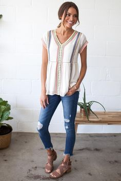 Love the flattering shape and simple yet special details of this top.