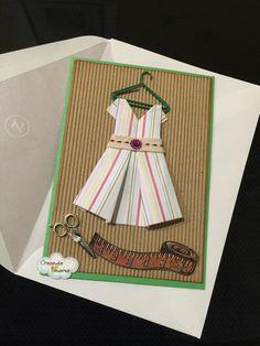 #Tarjeta con vestido, hecho con la técnica de #papiroflexia. #CreandoAmoresLive