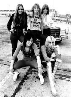cherie currie and joan jett with the runaways Hollywood Stars, Classic Hollywood, Pop Punk, Meninas Punk Rock, Heavy Metal, Rock And Roll, Sandy West, Cherie Currie, Lita Ford