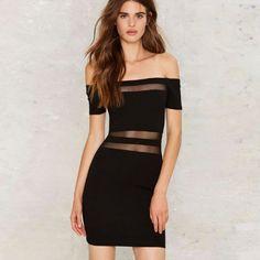 Vestido negro al hombro con transparencias