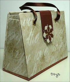 Handtaschen aus Graupappe