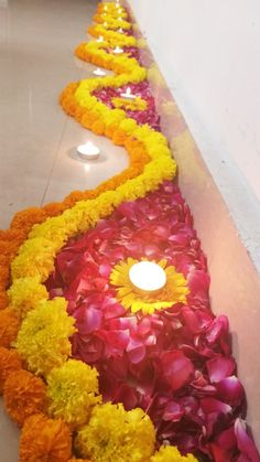Attractive And Easy Rangoli With Fresh Flower Rangoli Designs Flower, Colorful Rangoli Designs, Rangoli Designs Diwali, Flower Rangoli, Desi Wedding Decor, Outdoor Wedding Decorations, Flower Decorations, Diwali Decorations At Home, Festival Decorations