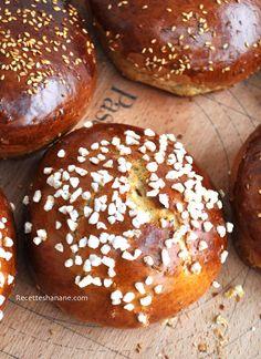 Krachel ou Krichlate est une brioche Marocaine très populaire, on la sert souvent au petit déjeuner ou au goûter accompagnée de beurre et de miel, elle est également très consommée pendant le mois du Ramadan... Cette brioche est très parfumée, un mélange...