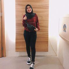 New Womens Fashion Casual Vans Ideas Modern Hijab Fashion, Street Hijab Fashion, Muslim Fashion, Casual Hijab Outfit, Ootd Hijab, Hijab Chic, Sporty Outfits, Fashion Outfits, Vans Fashion