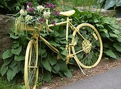 ...And the whole bicycle is painted yellow, to put the icing on the proverbial cake of amazingness.  Love it!