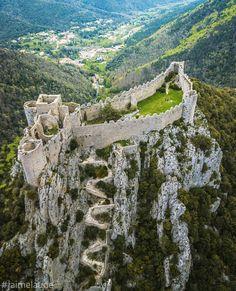 Magnifique Puilaurens, un point de vue peu commun ! #aude #jaimelaude #audetourisme #puilaurens #chateau #pyrenees #pyreneesaudoises…